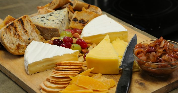 how to eat cheese platter
